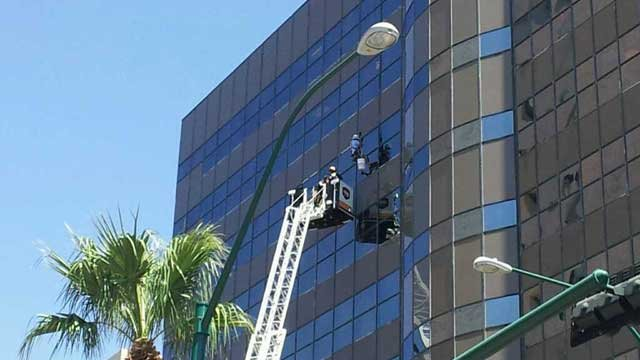 A different angle of the window washer rescue. (Joe Lybarger/FOX5)