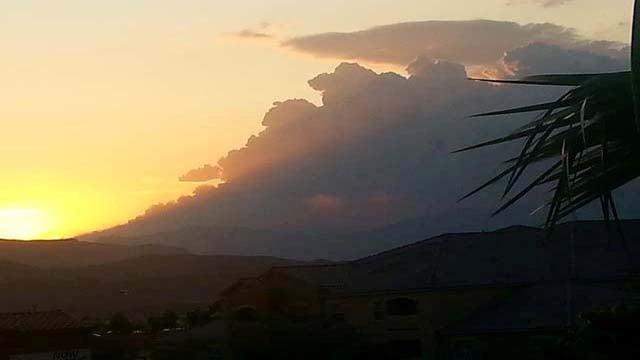 Sunset shot of the Carpenter 1 fire. (Tara Hanson)
