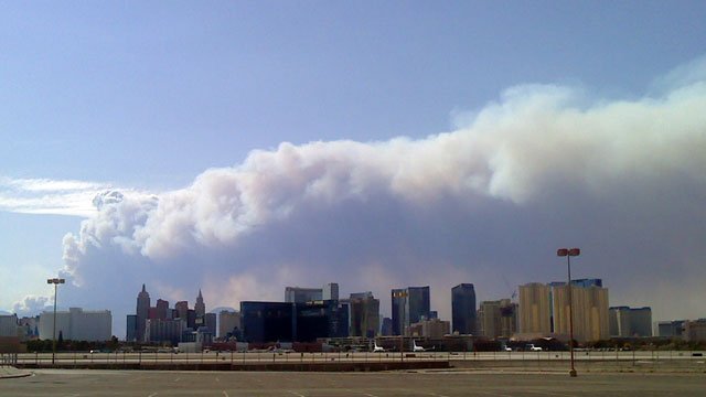 A large plume of smoke from the Carpenter 1 wildfire rises over the Las Vegas Strip on July 10, 2013. (Source: Daryl Walls)