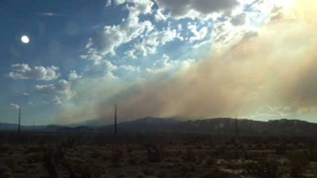 Large amounts of smoke still billowed from the Carpenter 1 fire over the weekend. (Kristin Bernal/FOX5)