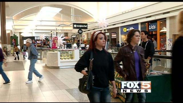 Shoppers make their way through Galleria at Sunset in Henderson on Friday. (FOX5)