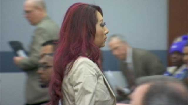 Gloria Lee exits Las Vegas Justice Court on Feb. 5, 2014, after a judge ordered her to be placed under house arrest. (Armando Navarro/FOX5)