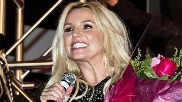 Britney Spears greets fans during her welcome ceremony at Planet Hollywood on Dec. 3, 2013. (Source: Erik Kabik/Retna/erikkabik.com)