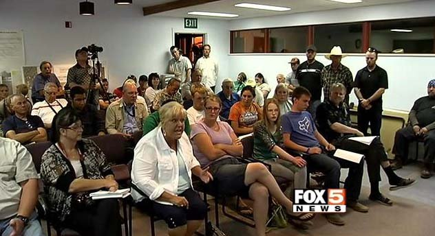 Bunkerville residents air concerns during a town hall meeting on Thursday, May 1, 2014. (FOX5)