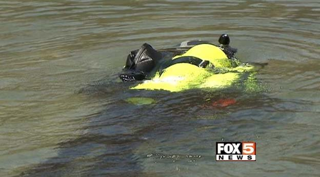 A Las Vegas Metro Search and Rescue diver searches for a missing boater at Lake Mead on Thursday, July 3. (FOX5)