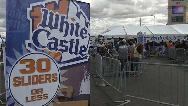 Dozens of people wait in line at the White Castle food truck during Las Vegas Foodie Fest in April of 2014. (File/FOX5)