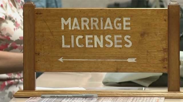 A sign directs visitors to the Clark County Marriage License Bureau in downtown Las Vegas. (FOX5 FILE)