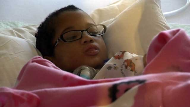 An alert Brazyl Ward looks around her hospital room Dec. 26, 2013. (FOX5)