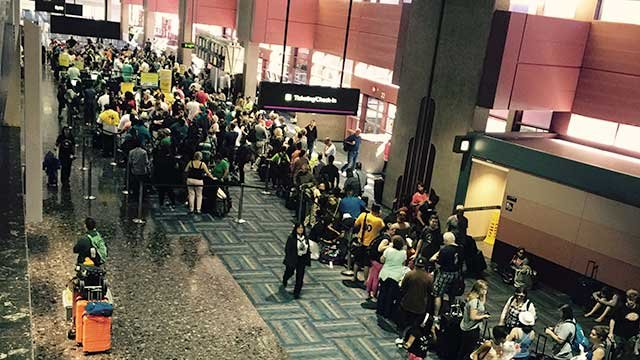 Hundreds of passengers wait in line on June 16, 2016, to get their tickets to their Spirit Airlines flight. (Source: McCarran International Airport)
