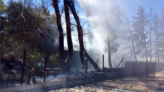 Fire spreads to 3 homes in northern las vegas fox5 vegas for Las vegas home source