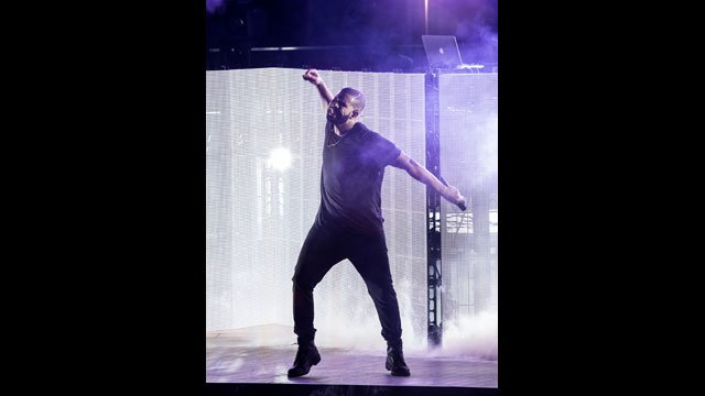Toronto-native Drake performed to a sold-out crowd at the Boulevard Pool at the Cosmopolitan of Las Vegas on Sept. 6, 2015. (Photo credit: Erik Kabik/erikkabik.com)