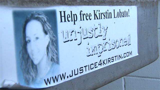 A sign proclaims the innocence of Kirstin Lobato. (Source: FOX5)